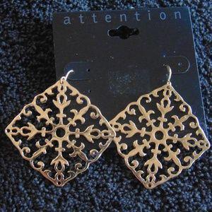 NWT Filigree Gold Tone Dangle Earrings